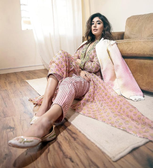 Kritika Kamra impresses as Sana in Tandav  Check out her stunning pictures here