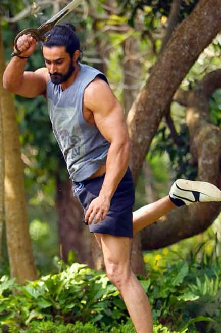 Kunal Kapoor looks stunning in this man bun