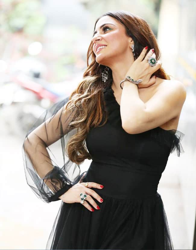 Kundali Bhagya s Preeta aka Shraddha Arya share HOT black outfit     view mesmerising pictures