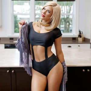 Top 10 hottest and strongest female wrestlers of WWE