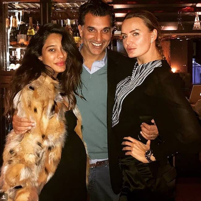 Lisa Haydon shares a picture during her visit to London