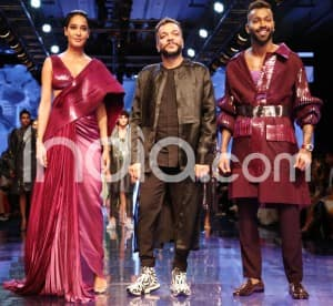 Lisa Haydon Turns up The Style Quotient in Metallic Drape Gown at LFW 2019