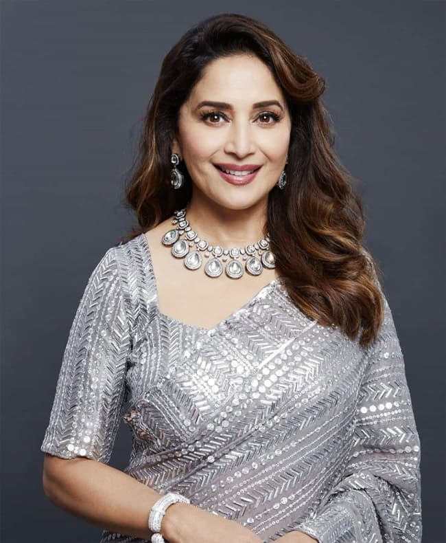 Madhuri Dixit comes back on Dance Deewane 3 in a Manish Malhotra saree