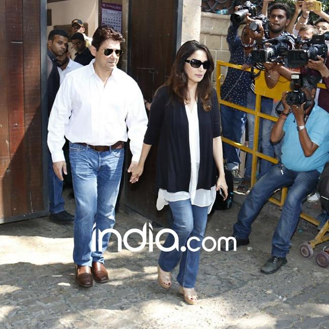 Madhuri Dixit with husband Ram Nene at Anil Kapoor   s residence