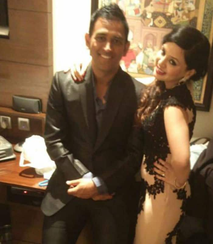 Mahendra Singh Dhoni with wife Sakshi Dhoni