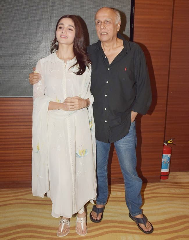 Mahesh Bhatt spotted with daughter Alia Bhatt at Raazi screening for special kids