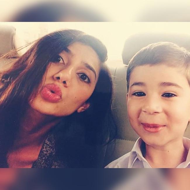 Mahira Khan   s selfie with son Azlaan