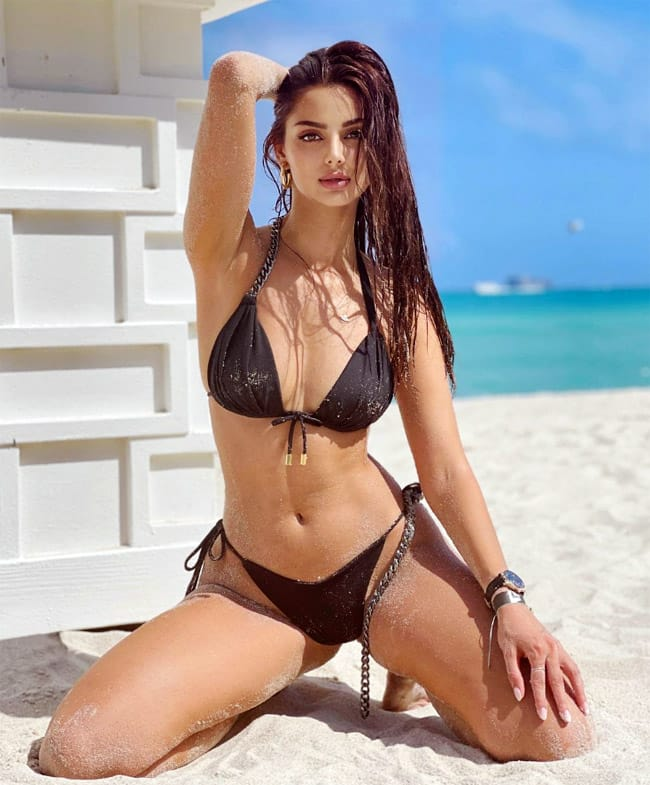 Mahlagha Jaberi   s hot and sexy pictures can make her fans go crazy