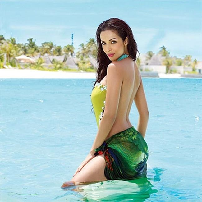 Malaika Arora Khan s hot HD picture in black lingerie   Malaika