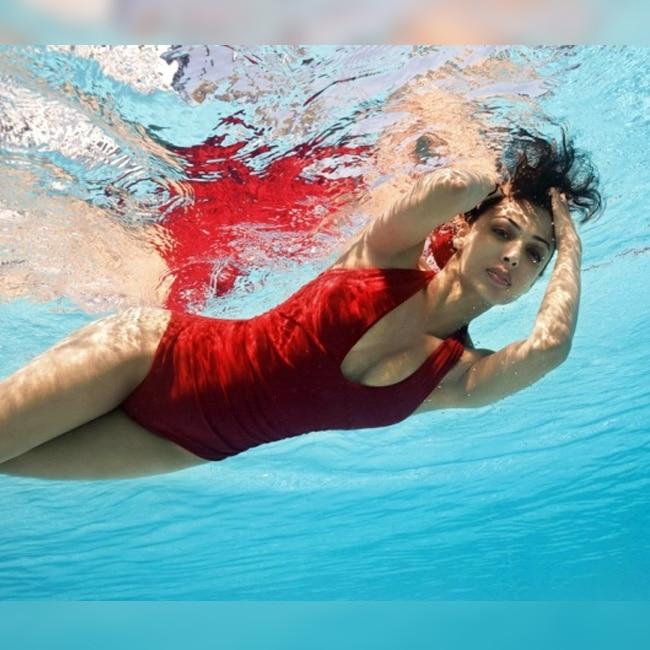 Malaika Arora Khan swimming in red hot costume