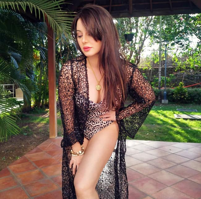 Minissha dazzles in this sultry attire