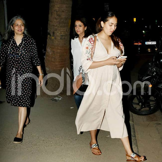 Mira Rajput and her mother go out for dinner