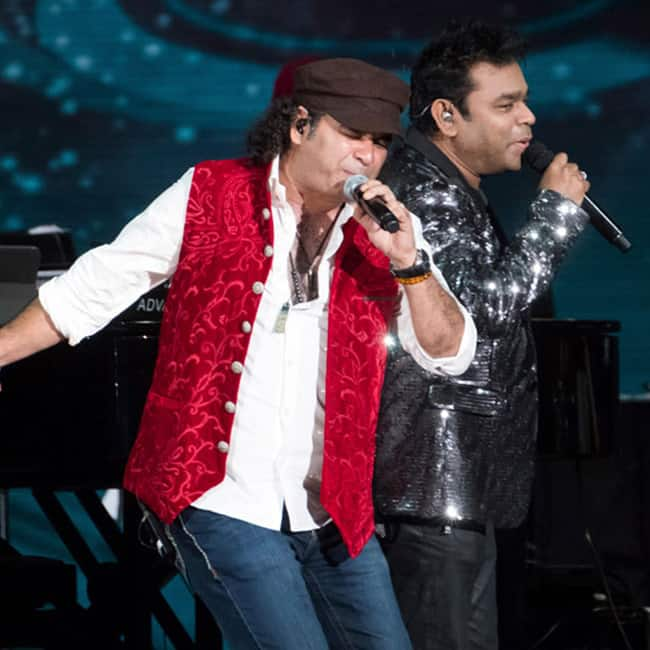 Mohit Chauhan performing on the tunes of  A R Rahman during IIFA Rocks 2017