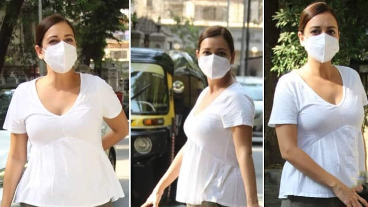 Mom to be Dia Mirza spotted in Mumbai