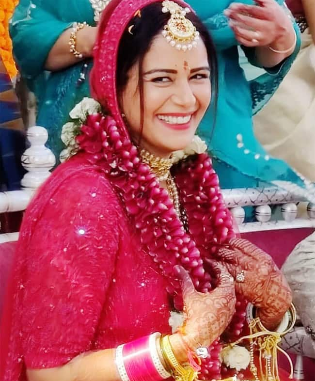 Mona Singh Looks Gorgeous in Shimmery Red Lehenga as a Bride