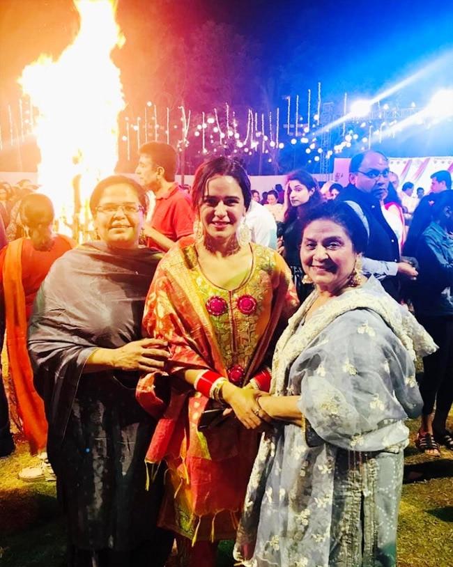 Mona Singh was accompanied by her family members on Lohri