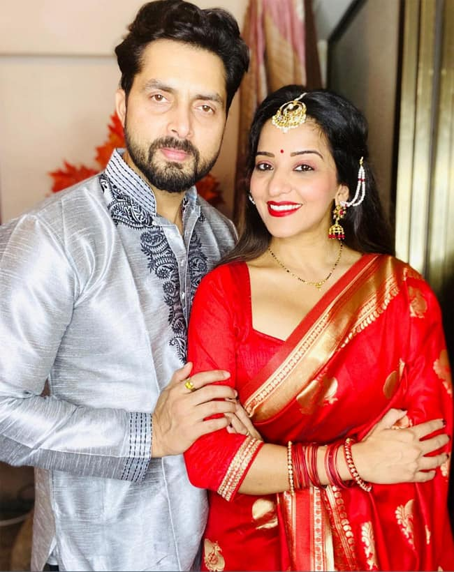 Monalisa and husband celebrate first virtual durga puja from home