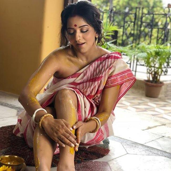 Monalisa as Jhuma Boudi in Dupur Thakurpo 2