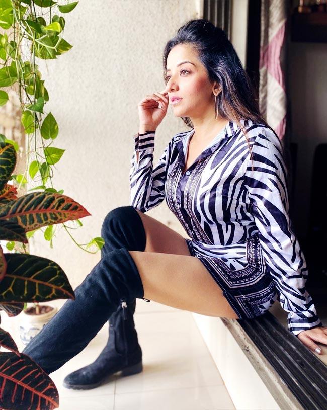 Monalisa Flaunts Her Flawless Figure