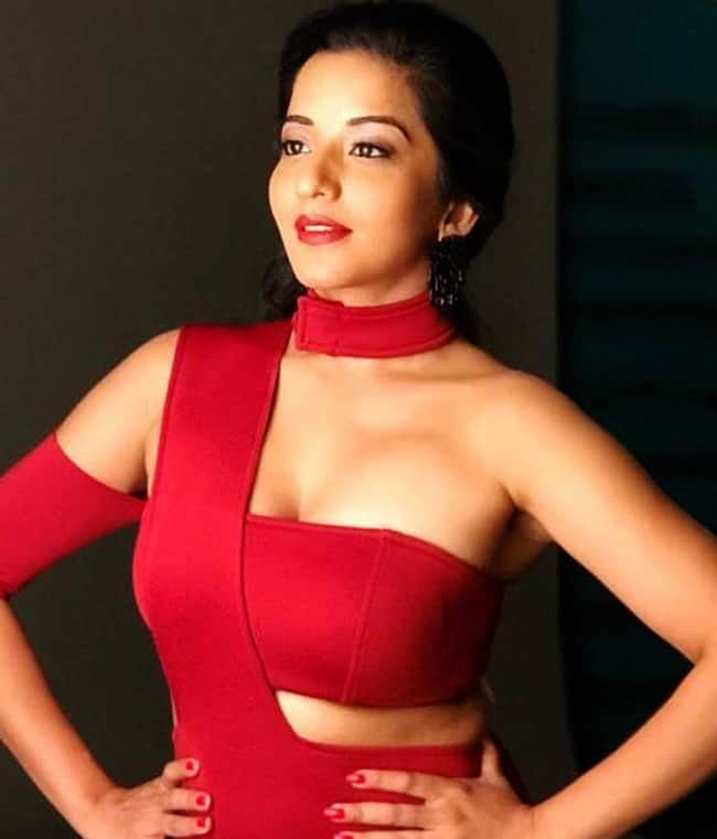 Monalisa in Red Hot Outfit is Too Hot to handle
