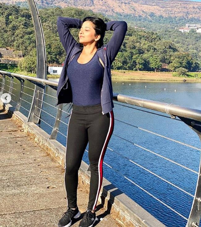 Monalisa looks hot as she shares short holiday pics on social media