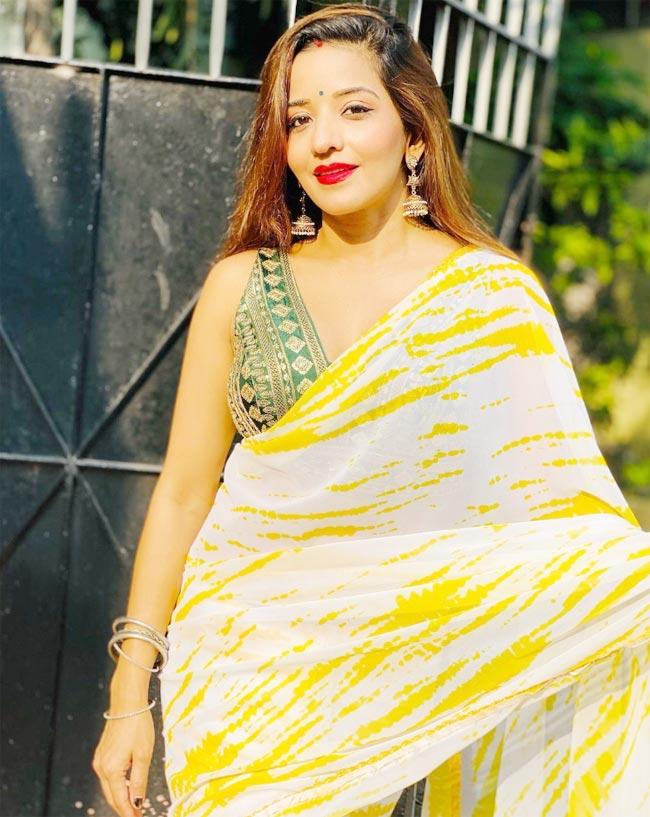 Monalisa Looks Hot In Sheer Yellow White Saree