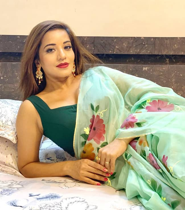 Monalisa Looks Sexiest Best in Mint Green Floral Summery Saree