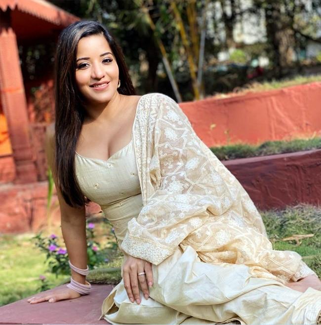 Monalisa Looks Sexy in Deep Neckline Salwar suit on Sets of Nazar 2