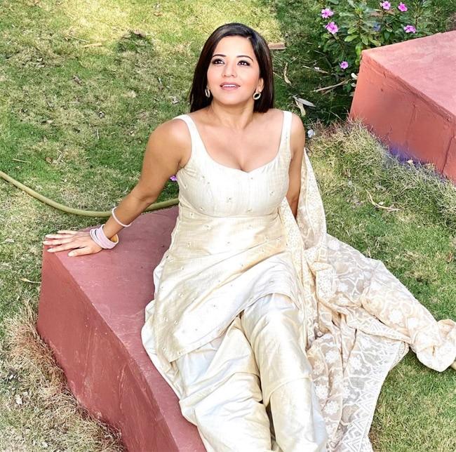 Monalisa Looks Stunning in Ethnic Wear