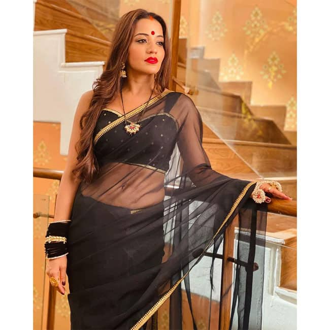 Monalisa   s saree game is on point