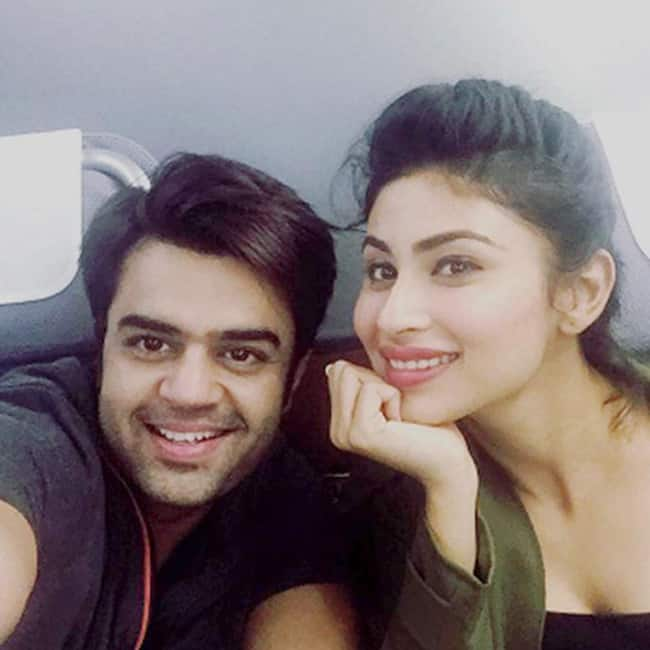 Mouni Roy and Manish Paul enroute Spain for IIFA 2016