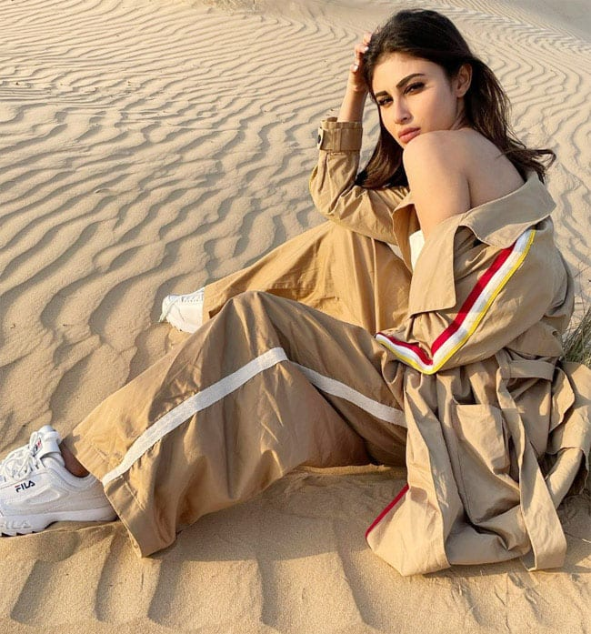 Mouni Roy Treats Fans With Mesmerising Pictures