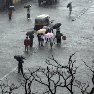 Mumbai Rains: Pictures depicting struggles of Mumbaikars!