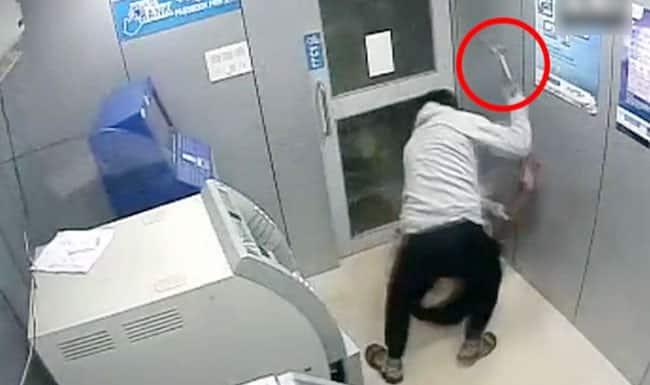 Mumbai Woman Visits ATM For 17 Days in a Row  Catches Offender Who Robbed Her Money