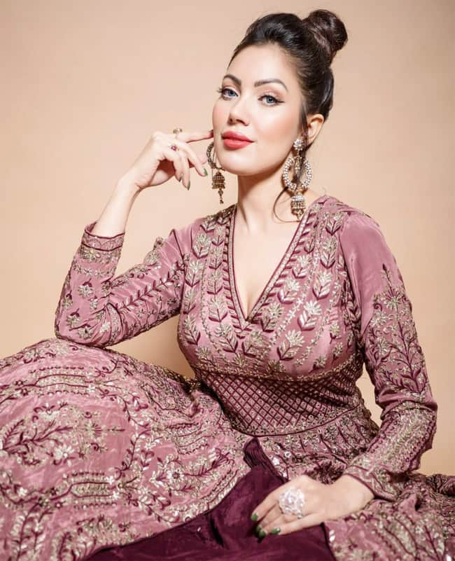 Munmum Dutta dresses up in a purple dress for her new photoshoot