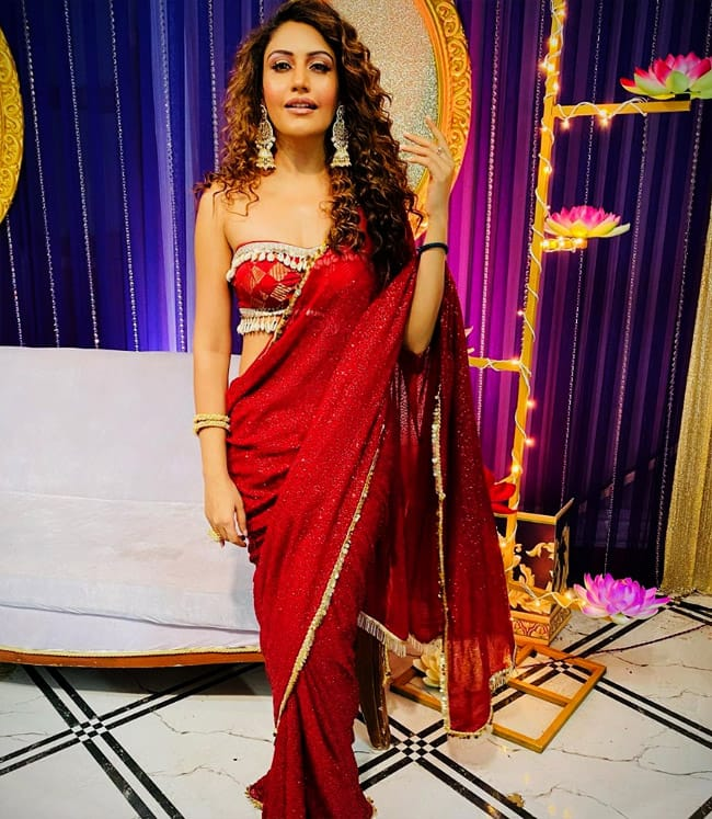 Naagin 5 star Surbhi Chandna is feeling 'sexy' in red saree