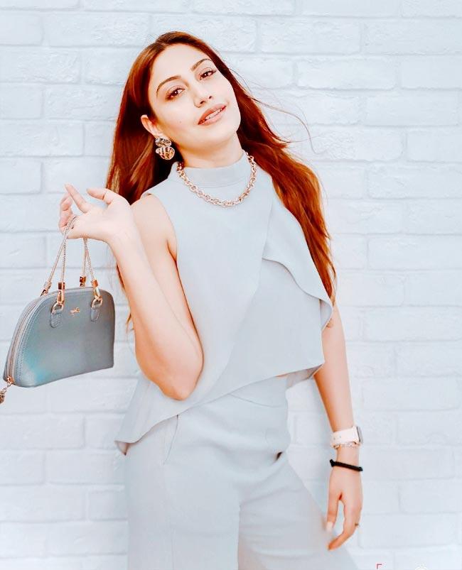 Naggin 5 Surbhi Chandna Looks Hot