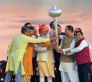 PM Modi Burns Ravana Effigy in Dwarka as Politicians Across India Celebrate Dussehra 2019