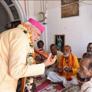 PM Narendra Modi offers prayers at Janaki temple in Nepal
