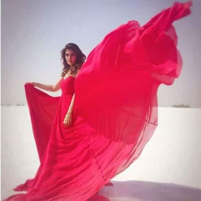 Nayanthara looks hot and sexy in a pink gown
