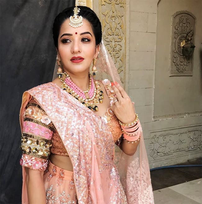 Nazar actor Monalisa shared her new bridal look