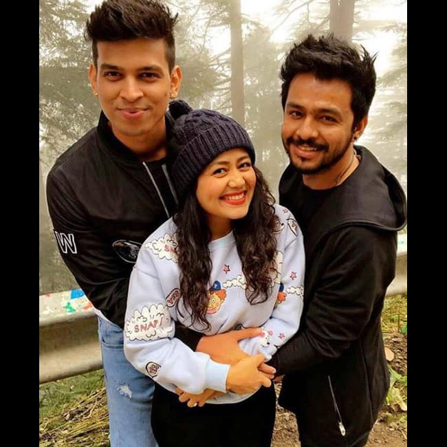Anshul Garg Snapped With Neha Kakkar 7 Romantic Pictures Of Singer Neha Kakkar With Rumored Boyfriend Anshul Garg Celebs Photo Gallery India Com Photogallery