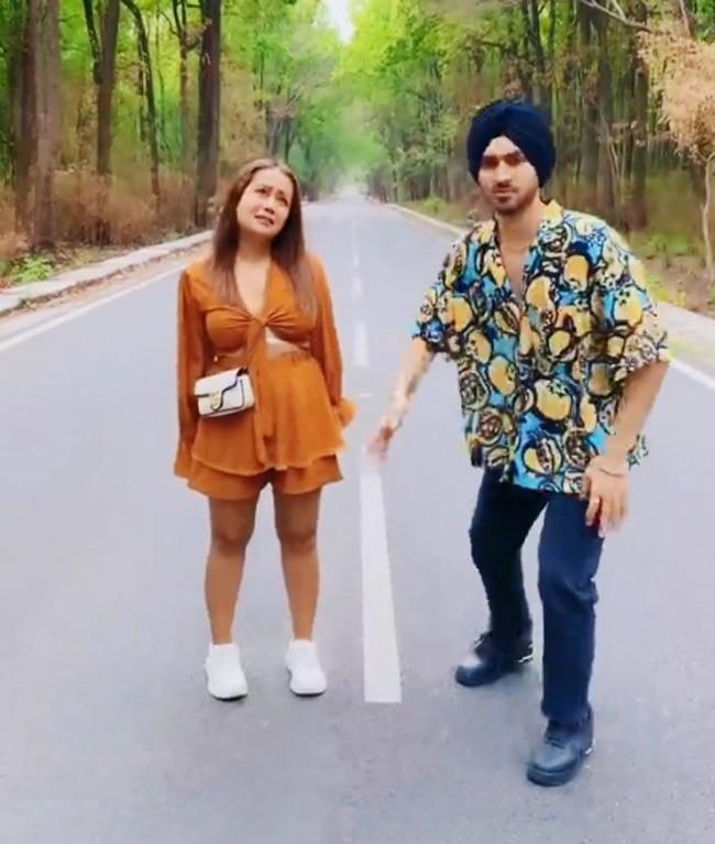 Neha Kakkar s song Khad Tainu Main Dassa crawls up on YouTube