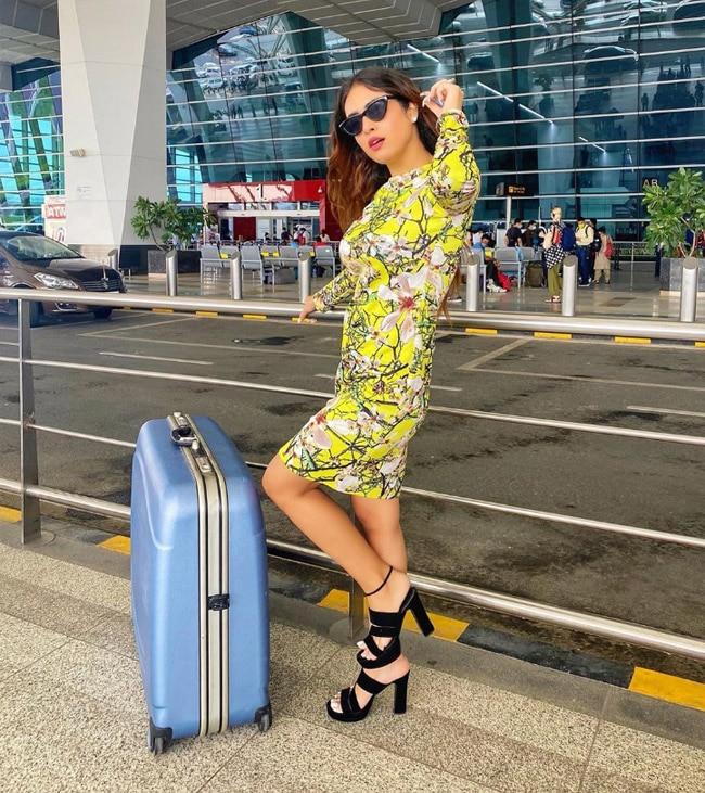 Neha Malik Looks beautiful in neon dress