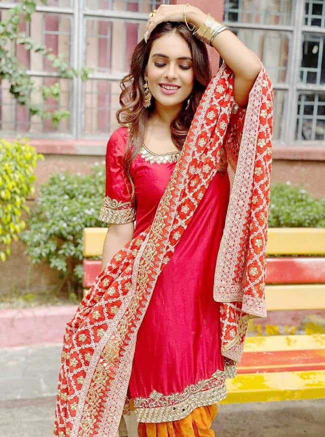 Neha Malik   s red suit is the right option for all newly married girls