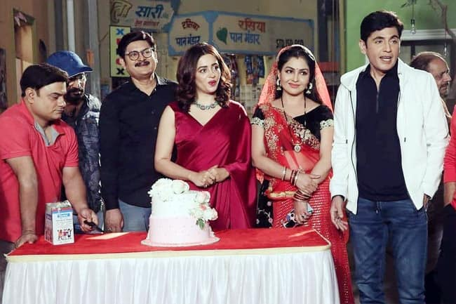 Nehha Pendse looks lovely as the new Anita bhabhi in a red saree