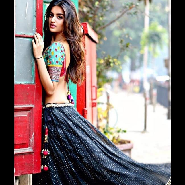 Nidhhi Agerwal flaunts her sexy back in this picture
