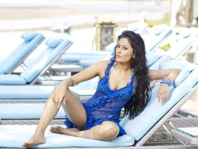 Nidhi Subbaiah is setting Instagram on fire with her hot pictures