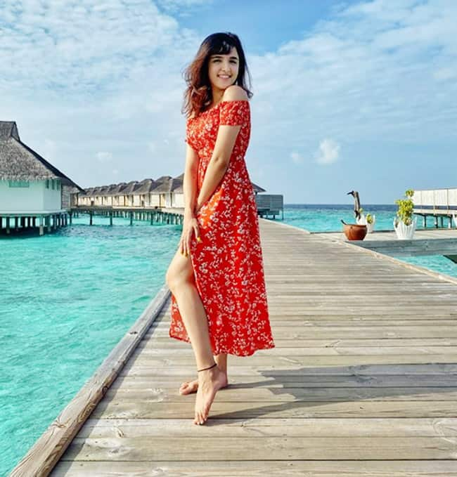 Nikamma Actor Shirley Setia Looks Gorgeous in Red Floral Dress as She Vacays in Maldives