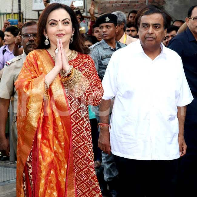 Nita Ambani and Mukesh Ambani get clicked at Siddhivinayak temple